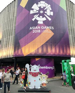 The mascots of @asiangames2018 Binbin (hiding behind my back), Kaka, and Atung ❤️ #aseangames #aseangames2018 #binbin #atung #kaka #jakarta #gelorabungkarno #clozetteid #clozetteambassador #sunday #happysunday #instadaily #instagood #instamood #instagram
