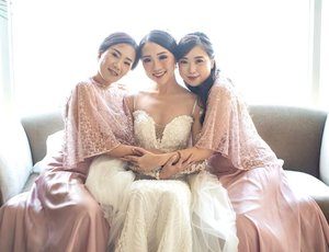 Appreciation post to my beautiful bridesmaid @clarissatjahjadi @cyncynthia.b thanks for your support during my wedding, and also as a sister ❤️ #reubentessa #reubentessawedding #clozetteid