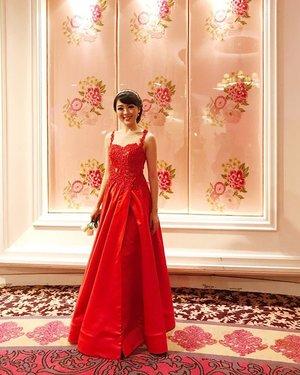 Good night ⭐️ Have a good sleep #dress #gown #evening #eveninggown #dress #dressedup #dressy #look #lookbookindonesia #ootd #ootdindo #monday #clozetteid #red #reddress