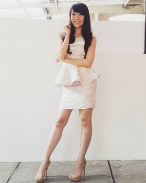 A luxurious jacquard rose set from @larizacollection :) thank you for this wonderful set ! I LOVE IT!  #ME #asiangirl #outfitoftheday #ootdshare #ootdindo #ootd #model #dress #pink #lookbook #lookbookindonesia #look #clozetteid #clozette #clozetteambassador #femaledaily #fashion #fashionblogger #igstyle #igers #igdaily #instamood #instasize #bootytooch #fashionista #styles #stylenanda