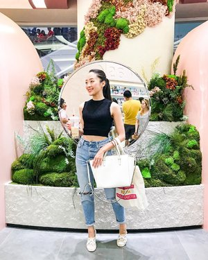 Dressing up in jeans, and simple blouse, and my favourite sneakers.. and i'm ready to go ❤️ Happy Friday!! #ootd #ootdindo #ootdfashion #ootds #ootd4nylonjp #ootdguide #lookbook #lookbooks #lookbookindonesia #lookbookmelove #lookbookgoofy #instastyle #instagram #casual #casualstyle #casualoutfit #sociolla #beautyblogger #beautybloggerindonesia #beautybloggerid #beautybloggerindo #styles #styleoftheday #friday #friyay #tgif #clozetteid #clozetteambassador
