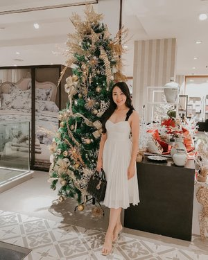 Tonight is christmas eve, and tomorrow is christmas day! Im so exicted to celebrate :)  #iwearlovebonito #sayaLB #lovebonito #clozetteid #christmas #christmastree