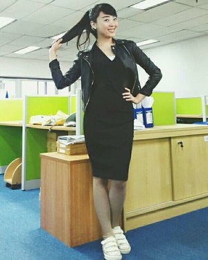 a combi of : LBD + Black leather jacket