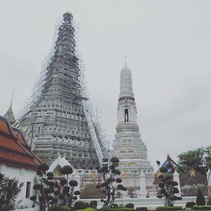 WAT ARUN is now under renovation ❤❤❤ I believe this place will be more beautiful in the next few months after its done  #watarun #thailand #travel #travelling #thailand #clozetteid