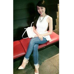 White Saturday :) #me #asiangirl #girl #longhair #sunday #sundayfunday #sundaymorning #happysunday #outfit #outfitinspiration #outfitoftheday #ootd #ootdindo #ootdasean #potd #ootdbkk #whiteonjeans #casual #saturdaynight #saturday #clozetteinsider #clozetteid #clozette #clozetteambassador #lookbook