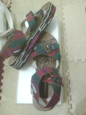 just got this cute sandals from @LOOKATS_Market yesterday. And yes, this one is from Vania Hakim's brand <3
