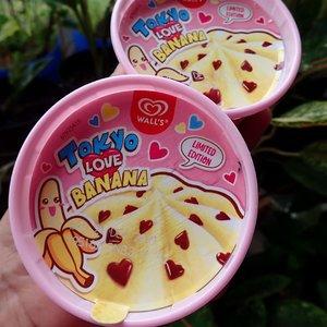 I scream, you scream, we all scream for ice cream..Wall's Tokyo Love Banana ini seriusan enak! Gak puas sih kalau cuma makan 1. Cepet habisnya hehehe. Mangkoknya juga gemees 😍..@wallsidn #clozetteid #tokyobanana #icecream #happytummy #kawaii #icecreamwalls #dessert #eskrim #nyemil