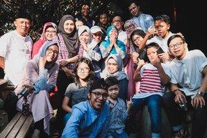 Taqqobalallahu minna wa minkum. . Selamat Hari Raya Idul Fitri. Mohon maaf lahir dan batin. . *Hari Senin sudah di depan mata. Selamat beraktivitas kembali 😊. . *Yuk, beberes dan nyuci-nyuci 😁. . #harirayaidulfitri #familyphotography #clozetteid #hijaberindonesia #happyfamily #idulfitri2019 #photooftheday #jalanjalankenai #family #lebaran2019