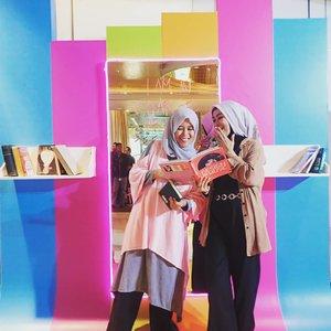 """2 Kartini ini lagi bahas apa, sih? Seru banget kayaknya 🤭Baidewei, selama ini saya hanya tau kutipan Kartini adalah Habis Gelap, Terbitlah Terang. Ternyata ada beberapa kutipan lain yang inspiratif. """"Banyak hal yang bisa menjatuhkan mu. Tetapi, satu-satunya hal yang benar-benar dapat menjatuhkan mu adalah sikap mu sendiri."""" - R.A KartiniSelamat Hari Kartini!#clozetteid #harikartini #ootd #iginfluencersunite #emak2blogger #bloggerperempuan #bloggerstyle #bloggerlife #muslimfashion #hijabmodern #hijabtraveling #hijabmodernstyle"""
