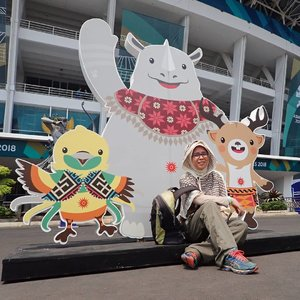 Senang banget ya melihat kemeriahan Asian Games 2018. Rasanya masih belum mau percaya kalau besok adalah hari terakhir.Kapan lagi ya Indonesia bisa menjadi tuan rumah ajang seperti ini kembali? Syukur-syukur kalau bisa menjadi tuan rumah Olympiade juga. Semoga gak perlu menunggu sampai 56 tahun lagi untuk mendapatkan kesempatan emas seperti ini 😊🙏 #jalanjalankenai #AsianGames2018 #energyofasia #asiangamesjakarta #AsianGames #GBK #asiangamesjakartapalembang #clozetteid #photooftheday #mascotasiangames2018