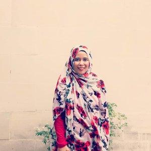Alhamdulillah hujan deras juga setelah kemarau yang panjang. Semoga hujannya membawa berkah. Aamiin..Apa yang langsung terpikirkan saat hujan? Minuman hangat dan kruntelan 😂.📷 by @penaliswanti..#clozetteid #memyselfandi #happylife #catatanbundakenai #whenitrains #smile #selfie #dailylook #hijaberindonesia #hijabindonesian