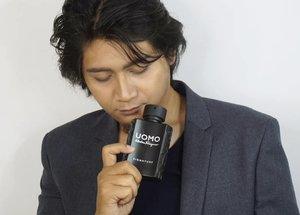 Mumpung lagi bisa dieksploitasi 😆😂 (mintanya panjaaangg) . Presenting Ichi's recent favorite Eau de Parfum pour Homme: UOMO Signature from @ferragamo . UOMO Signature terbaru ini kece banget dari segi kemasan maupun wanginya. Mixed antara fresh, juga warm and sweet membuat parfum ini terkesan dark and bold. Full review bisa cek www.rainbowdorable.com atau click link di bio yah! . Cocok buat pria-pria yang mau terkesan dark & mysterious 😁 . . . . @luxasia_id #luxasia #ferragamo #ferragamoparfums #parfum #pourhomme #salvatoreferragamo #man #salvatore #italy #eaudeparfum #men #tanned #husband #photoshoot #review #blogger #bloggermafia #clozetteid #bloggerceria #fdbeauty