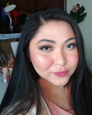 Udah lama ngga makeup normal lol. Semenjak corona udah jaraaaangg banget keluar dan sekalinya keluar ya ga pake makeup biar ga ribet 😂 . Kalian juga jadi mager makeup-an atau tetap rajin makeup nih walo ketutup masker? 😁 . . . . #makeupforbarbies  #indonesianbeautyblogger #undiscovered_muas #fdbeauty #cchannelbeautyid @undiscovered_muas #clozetteid #makeupcreators #slave2beauty #coolmakeup #makeupvines #tampilcantik #naturalmakeup #newnormal #nomakeupmakeup #100daysofmakeup