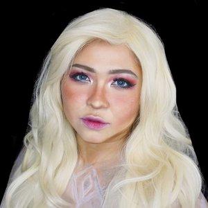 Into the unknooooowwwnnn ❄❄❄ . #auzolamakeupcharacter as Elsa in #frozen2 ❄😁 . Makeup Elsa ini dilanjut dari base makeup & eyemakeup di postinganku sebelumnya. Cuma diubah sedikit untuk bagian bawah mata, beda warna dan ketipisan alis, more blush on + shading, serta lipsticknya ditambah gloss dan dibikin sedikit lebih tipis. Oya, plus ditambah softlens biru dan bajunya digambar pakai facepaint+glitter ❄ . Eyeshadow: @esqacosmetics Pink Goddess Face palette: @wearewckd Deep Neutrals . . . . #elsa #queenelsa #frozen #disney #disneyprincess #intotheunknown #icequeen #lookalike #charactermakeup #wakeupandmakeup #makeupforbarbies  #indonesianbeautyblogger #undiscovered_muas @undiscovered_muas #clozetteid #makeupcreators #indonesianbeautyblogger #slave2beauty #coolmakeup #makeupvines  #beautybloggertangerang #indobeautysquad #indobeautygram #fdbeauty #tampilcantik #mua_army #fantasymakeupworld #100daysofmakeup