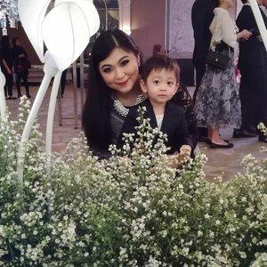 Foto yang pengen di upload dari tadi pagi cuma gagal terus karena IG lagi gaje 😑.Well, anyway sesekali foto sama pria lain @isa.albattar . @ichoyichi jangan jeles ya 👌....#mom #momlife #momandson #momandbaby #baby #babyboy #toddlerlife #toddlersofinstagram #toddlerfashion #toddler #clozetteid #india #indianmakeup #makeup #weddingparty #smokyeyes