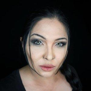 » LARA CROFT « . So this was from my leftover Maleficent makeup look. Changed a bit this and that, and tadaa; Lara Croft from Tomb Raider, lol. . Lenses are edited 👌 . . . . #angelinajolie #tombraider #laracroft #jolie  #halloweenmakeup #lookalike #charactermakeup #halloween #wakeupandmakeup #makeupforbarbies  #indonesianbeautyblogger #undiscovered_muas @undiscovered_muas #clozetteid  #indonesianbeautyblogger #beautybloggertangerang #indobeautysquad #indobeautygram #fdbeauty #tampilcantik #mua_army #fantasymakeupworld #100daysofmakeup