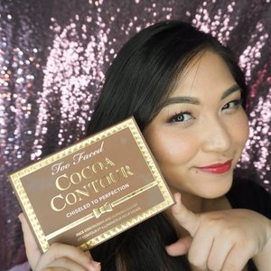 "#auzolareview  Fave contour kit of 2018! . Well, my love for @toofaced cocoa is actually already around 3-4 years; for Chocolate Soleil Matte Bronzing Powder. . Since I love Chocolate Soleil so much, finally I tried the contour kit (bought by @ichoyichi for our wedding gift at @sephoramy), which do not only contain contour but also highlighter. . Yha, walaupun kalau buat makeup daily tetep suka Chocolate Soleil sih karena somehow pas banget di kulitku dan lebih sheer. Tapi tetap suka banget juga sama Cocoa Contour kit ini. . Biasanya aku pakai shade ""medium cocoa"", kalau mau lebih warm baru pakai yang ""dark cocoa"". Atau campur dua2nya. . Untuk highlighter-nya aku B aja. Tetap cantik buat daily karena ga begitu lebay shine-nya. Tapi kalau mau full glam I still prefer highlighter Becca sih hehe. . Tapi kalau buat on the go ini udah komplit, karena ada ""light cocoa"" untuk matte highlight nya juga. . So, still loving this kit lah ❤❤❤ . . . . #makeup #wakeupandmakeup #toofaced #contouring #makeupforbarbies #beautyblogger #beautybloggerindonesia #dressyourface #hudabeauty #undiscovered_muas #blogger #influencer #bloggerceria #longhair #bloggermafia #clozetteid #fdbeauty #beauty #beautybloggerindonesia #tampilcantik #beautyjunkie #makeupgeek #beautychannelid"