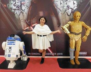 Meet my two loyal friend! R2 and C-3PO 🌟 #leia #princessleia #princessleiabuns #hansolo #disney #disneycosplay #starwars #clozetteid #cosplay #princesscosplay #indonesia #jakarta #cosplayer #cosplayerindonesia #ootd #theforceawakens #disneybound #disneybounding #starwarstheforceawakens  #leiaorgana #c3po #r2d2 #lego