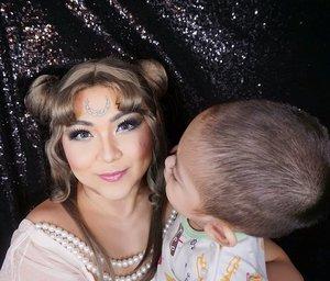 "Perdana foto sama isa yang agak botak😂 . Doi kepo gimana cara nyopotin bulan yang ada di jidat mamanya, katanya ""bulan isa ya"". 😂 . . . . #momandson #son #babyboy #sailormooncosplay #queenserenity #neoqueenserenity #wakeupandmakeup #sailormoon #makeupforbarbies  #indonesianbeautyblogger #undiscovered_muas @undiscovered_muas #clozetteid #makeupcreators #slave2beauty #coolmakeup #makeupvines #tampilcantik #mua_army #fantasymakeupworld #100daysofmakeup"