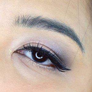 #auzolaeyemakeup #auzolatutorial  Part 2: eye makeup tutorialnya swipe yaa. . ☀Steps:☀ 1. Gunakan @wardahbeauty Instaperfect Brow Mascara. Bisa juga tambahkan prow product lainnya jika mau full on brow. 2. Beri primer pada kelopak mata menggunakan @mineralbotanica Eye Makeup Base. Setelahnya sapukan shade 'Sin' dari @urbandecaycosmetics Shadow Box Eyeshadow Palette di keseluruhan kelopak mata. 3. Masih menggunakan eyeshadow yang sama, tambahkan shade 'Black Out' di ujung luar kelopak mata dan baurkan. 4. Tambahkan shade 'Bordello' pada bagian tengah kelopak mata dan baurkan sedikit. Dan biar makin bling, tambahin sedikit shade 'Element' dari palette UD Moondust. 5. Gunakan @gobancosmetics Ultra Waterproof Liquid Eyeliner. 5. Pada bagian waterline tambahkan @pixycosmetics Line & Shadow warna White. 7. Gunakan sedikit UD Heavy Metal Glitter Eyeliner pada ujung dalam mata a.k.a belek glitter. 8. Gunakan UD Cannonball Ultra Waterproof Mascara dan tambahkan bulu mata palsu tipe Aluna dari @makeupuccino. DONE! . . . . #wakeupandmakeup #makeupforbarbies @makeupforbarbies #indonesianbeautyblogger @indobeautyblogger #undiscovered_muas @undiscovered_muas #tutorialmakeup #makeupkondangan #bloggerceria @bloggerceriaid #bloggermafia #clozetteid #fdbeauty #indobeautysquad  @indobeautysquad @tampilcantik #tampilcantik #mua_army #fantasymakeupworld #cchannelbeauty @cchannel_beauty_id #girlssecretsquad #100daysofmakeup #beautybloggerindonesia @beautyblogger_indonesia