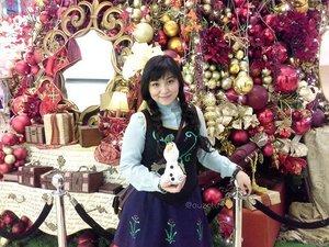 Do you want to build a snowman? ⛄⛄⛄ #disney #disneycosplay #frozen #anna #princessanna #disneyfrozen #olaf #snowman #olafthesnowman #clozetteid #cosplay #princesscosplay #indonesia #jakarta #cosplayer #cosplayerindonesia #christmas #ootd  #disneybound #disneybounding #inspiredoutfit #doyouwanttobuildasnowman
