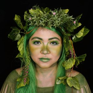 GREEN . Inspired by Te Fiti from #Moana, but too lazy to paint the whole face & body green 😁 . . . . #auzolamakeupcharacter #dirumahaja #stayhome #wakeupandmakeup #green #tefiti #motherearth #tefitimakeup #makeupforbarbies  #indonesianbeautyblogger #undiscovered_muas @undiscovered_muas #clozetteid #makeupcreators #slave2beauty #coolmakeup #makeupvines #tampilcantik #mua_army #fantasymakeupworld #100daysofmatkeup