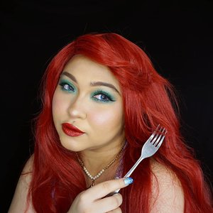 Same makeup look as the previous one, but with blue lenses & red wig. #Pantone #Emerald really brings the Ariel vibes don't you think? 🐚 . . . . #coloroftheyear #ariel #thelittlemermaid #disney #mermaid #disneyprincess #wakeupandmakeup #makeupforbarbies  #indonesianbeautyblogger #undiscovered_muas #redhair @undiscovered_muas #clozetteid #colorful #makeupcreators #beautybloggerindonesia #slave2beauty #coolmakeup #makeupvines #indobeautysquad #fdbeauty #mua_army #fantasymakeupworld #100daysofmakeup