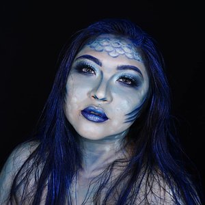 Under the deep blue ocean 🌊 . Tutorial soon! . . . . Inspo: @gabxxrielle  #auzolamakeupcharacter #dirumahaja #stayhome #wakeupandmakeup #blue #mermaidmakeup #mermaid #siren #sirens #makeupforbarbies  #indonesianbeautyblogger #undiscovered_muas @undiscovered_muas #clozetteid #makeupcreators #slave2beauty #coolmakeup #makeupvines #tampilcantik #mua_army #fantasymakeupworld #100daysofmatkeup #15dayscontentmarathon