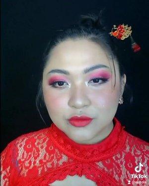 Reupload: kena copyright lagunya 🙃 . Cny makeup hasil dari niban makeup valentine yang kemarin 💕 . . . . #makeupforbarbies #cny #cny2021 #redlipstick #cnymood #indonesianbeautyblogger #undiscovered_muas #fdbeauty #cchannelbeautyid @undiscovered_muas #clozetteid #makeupcreators #slave2beauty #coolmakeup #makeupvines #tampilcantik #boldmakeup #100daysofmakeup