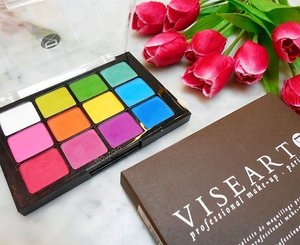 I always love colorful eyeshadow 😍😍 This Viseart palette is one of my engagement gift from Ichi and i really can't wait to do some fun with all the colors 😗 . . . #viseart #viseartpalette #matte #colorful #rainbow #eyeshadow #makeup #makeupjunkie #clozetteid #makeuplover #makeupaddict #eye #makeupindo #engagementgift #lfl #l4l #likeforlike #eyeshadowpalette #bloggerceriaid #influencer #beautyinfluencer #beautyblogger #sephora #bloggerceriaid #bloggerceria #indonesianbeautyblogger #blogger #swatch