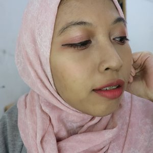 Nyobain makeup pink ala ala pake @eminacosmetics 💗  #makeuptutorial #makeupkorea #makeupideas #indobeautygram #indobeautyvlogger #wakeupmakeup #makeupoftheday #beautyvloggerindonesia #ivgbeauty #tipsmakeup #beautyhacks #makeuplife #tutorialmakeup #indovidgram #trendhijab #ootdhijabindo #beautytips #beautychannelid #makeupaddict #indonesianbeautyvlogger #beauty #tampilcantik #hijabersbeautybvlogger #cantiknaturalaja #makeupalaayuvia #beautybloggerindonesia #clozetteid #makeup