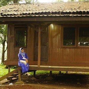 #travel #jalanjalan #clozetteid #depok #jawabarat Studio Alam TVRI Depok. Rumah-rumah tradisional yang ada di sini tidak ditempati, hanya untuk syuting atau foto-foto.