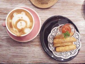 ☕ @kopiumartisancoffee.Their coffee is 👍..Definitely will come back!...#ClozetteID#coffeetime#kopiumartisancoffee#weekendvibes#moodygrams#tryitordiet#kopiumartisan#munchies#coffee#latteart#latte
