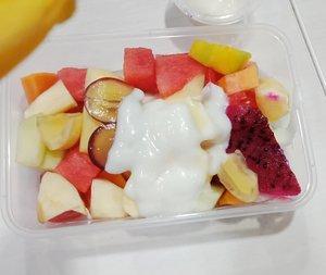 Setelah beberapa hari belakangan makan enak,  waktunya kembali sadar diri 😂.The best to eat fruit is when you have an empty stomach..📷 @oppoindonesia A83...#ClozetteID#MyEssentialEnergy#breakfast#foodporn#foodpornshare#eeeeeeats#MulaiAjaDulu#instafood#foodstagram#OPPONESIA