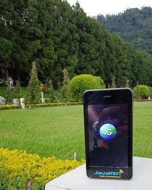 Ini dia pocket Wi-Fi yang saya bawa saat traveling ke Taiwan. Pocket Wi-Fi dari @javamifi ini saya pakai selama 8 hari dengan 5 ponsel yang nebeng Wi-Fi ini.Is it worth it? Tentu saja karena saya sewa pakai kode voucher dari sahabat saya, @ariefpokto 😁..Bisa diambil di bandara dan dikembalikan juga di bandara atau mini market terdekatmu,  hassle free! ...#ClozetteID#pocketwifi #pocketwifirental#fromwhereistand#productreview#ad#neiiTWtrip#travelgram#instatravel#inmybag#travelaroundtheworld