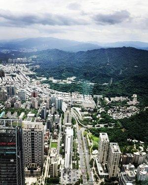 Taipei's surrounding from heights 🏙......#ClozetteID#instatravel#travelgram#neiiTWtrip#wanderlust#howfarfromhome#TravelTerus#instadaily#MondayMadness#Taipei101#cityscape