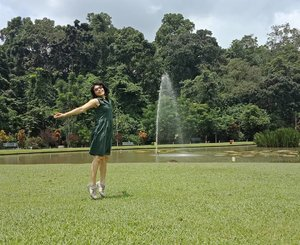 I feel freeeeeee!  Masih ingat jargon ini ga? Sekarang yang punya jargon katanya lagi ijab kabul di Jepang 😊 . 📷 @py_0214 #instagramniece. Ternyata susah banget untuk dapetin foto pas lagi loncat! Jadinya aja saya kayak lagi jadi ballerina 😂 .. Suka salut sama yg bisa foto loncat sambil bersila macam @rudimulia 😁 ... #ClozetteID #ShamelessSelfie #selfie #MeAndBerrybenka #wheninBogor #visitBogor #visitIndonesia #wonderfulIndonesia #JejakKakiKartini #wanderlust