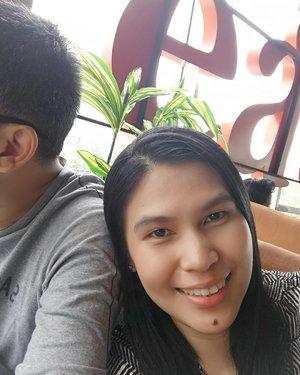 Nyendeeeer aaah 😂 . Lebih baik nyendeeeer sama suami sendiri dibandingkan sama suami orang lain #eh .. ... #ClozetteID #moodygrams #weekendvibes #couplegoals #relationshipgoals #wefie #selfie #husbandandwife #makemarriagegreatagain  #love