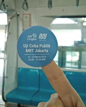 "Cuma bisa bilang, ""Terharu dan bangga! Jakarta punya MRT! Dulu sudah pesimis tapi hari ini harapan dan optimisme kembali tumbuh"" 😍.Dirawat baik baik ya gaes, jaga kebersihan dan kenyamanan @mrtjkt kita bersama 🤗.....#ClozetteID#MRTJakarta#UbahJakarta#handsinframe#fromwhereistand#fromwhereisit#publictransportation#instagood#instadaily#RevolusiMental"