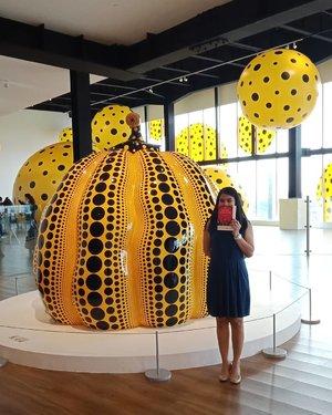 Merasa beruntung karena pernah ke pamerannya Yayoi Kusama di Jakarta 😊 . Hayok Andra!  Ku tak sabar ingin temu dan dengar ceritanyaaaa 😁 .. ... #ClozetteID #throwback #kusamajakarta  #kusamayayoi  #yayoikusama #art #instaart #instaartist #polkadots #storyportrait