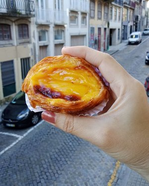 Egg tart in Porto is much more moist compare to Asia......#ClozetteID#tryitordiet#instafood#neiiPRTtrip#neiiEURtrip#handsinframe#Porto#Portugal#munchies#eatfamous#foodporn