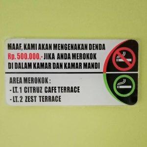 Akutu hepi pake banget karena kalau kena asap rokok langsung bengek!  Bersyukur yang tersayang di rumah enggak ada yang merokok 😊......#ClozetteID#wheninBandung#liburanlokal#neiiBDGtrip#wanderlust#TravelTerus#MulaiAjaDulu#instatravel#zesthotelbandung #JejakKakiKartini#howfarfromhome
