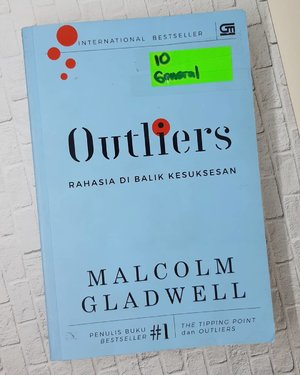 Happy 🌏 📚 Day!.Am currently reading @malcolmgladwell's book #Outliers..What are you reading now? Let's share!...#ClozetteID#flatlay#onthetable#instabook#book#bookworm#malcolmgladwell#WorldBookDay#moodstagram#instagood