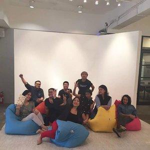 Keriuhan kemarin, curcol bareng @elsachristine . .. ... #ClozetteID  #worktakemeplaces  #coworkingspace #latepost #latergram #lategram #qubicle #impactspeaker #knowself #speakingauthentic #speakolog