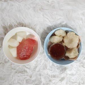 Selamat sahur gaes! . Mangkok plastik: @ikea_id .. ... #ClozetteID #cireng #sahur #instafood #foodgasm #eeeeeeats #foodstagram #EatFamous #grapefruit #melon #onthetable #HidupkanRumah #EnaknyaDiRumah #IkeaIndonesia