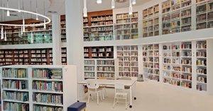 Kecenya perpustakaan @erasmushuis_jakarta yang baru direnovasi Nov 2018 lalu 😍 Terima kasih @gellacia yang udah ngajakin tour de library-nya hari ini.Kalau lihat buku sebanyak itu emang seneng tapi sekaligus berasa tertampar karena masih banyak buku di rumah yang belum dibaca 😱..Taken with @oppoindonesia A83...#ClozetteID#bookworm#instabook#booklover#library#libraryhopping #fromwhereistand#storyportrait#OPPOnesia#CreateMemories#oppoA83