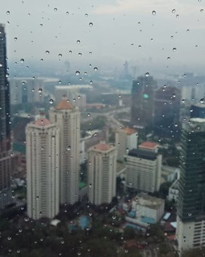 Gloomy morning in Jakarta today *tarik selimut lagi*.Have a great week end everyone 😘..Taken with @oppoindonesia A83...#ClozetteID#wheninJakarta#visitJakarta#fromwhereisit#skycrapper #skycrappercity #rainy #rainydays #weekendvibes#instagood#moodygrams