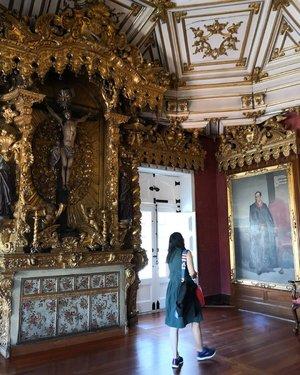 Me, admiring painting inside Igreja da Ordem de Sao Francisco.📷 #instagramgirlfriend..Will write more about this ancient church, stay tune!...#ClozetteID#wheninPorto#wheninPortugal#neiiPRTtrip#neiiEURtrip#howfarfromhome#worktakesmeplaces#TravelTerus#CreateMoments#instatravel#wanderlust#HidupTanpaBatas
