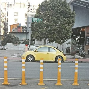 Hello Bumblebee! *somewhere in Hsinchu, Taiwan......#ClozetteID#bumblebee#car#citycar#wheninTaiwan#neiiTWtrip#fromwhereistand#instagood#travelgram#instatravel#CreateMoments