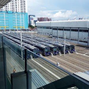Good morning! Jejeran @mrtjkt di dipo Lebak Bulus yang siap beroperasi melayani warga Jakarta 😉.Thank you @jokowi and @basukibtp for your stubbornness 😘😘.....#ClozetteID#MRTJakarta#UbahJakarta#fromwhereistand#moodygrams#whileinbetween#instajakarta #instagood#throwback#latepost#wheninJakarta#enjoyJakarta#visitJakarta